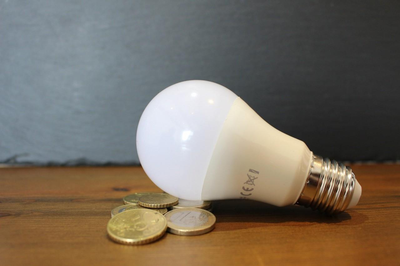light-bulb-6065189_1920