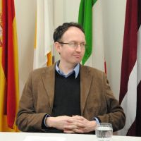 Dr Lee Rotherham