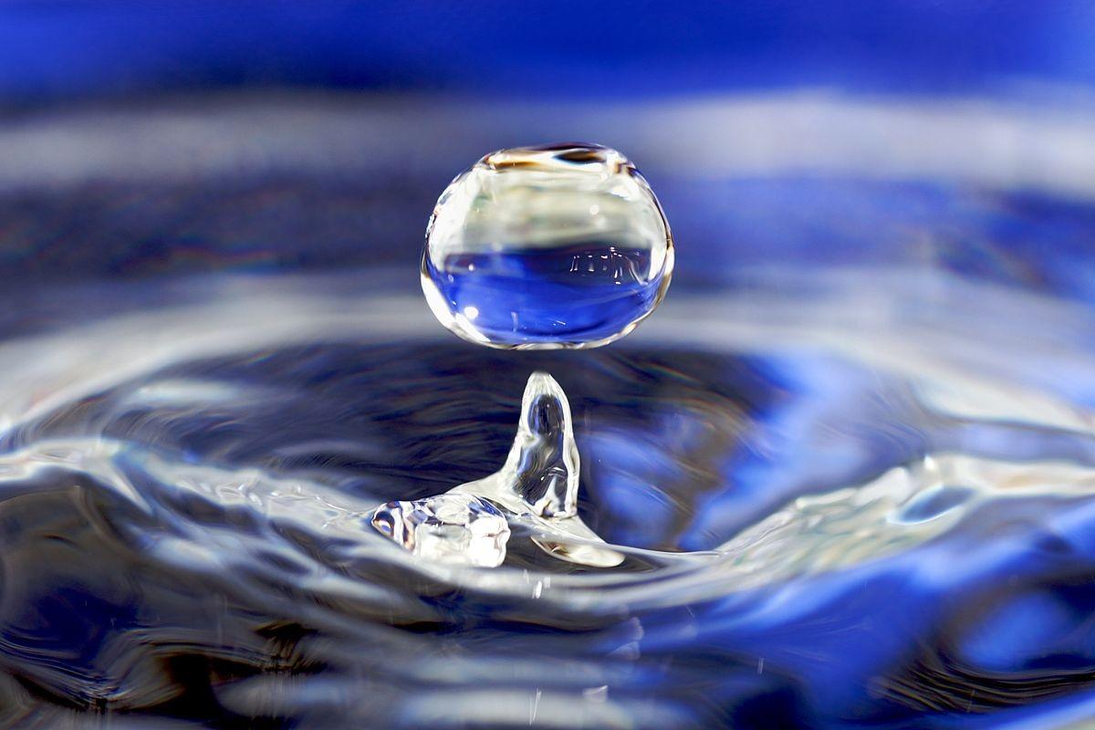 1200px-Water_drop_001